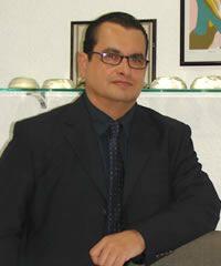 Dr. Eduardo Revelo Jirón